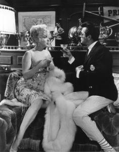 """Some Like It Hot""Marilyn Monroe, Tony Curtis © 1959 UA / **R.C. - Image 3733_0040"