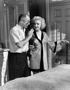 """""""Some Like It Hot""""Marilyn Monroe with Director Billy Wilder1959 / UA**I.V. - Image 3733_0112"""