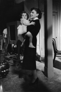 """""""A Star Is Born""""Judy Garland and Lorna Luft on the set1954© 1978 Sanford Roth / A.M.P.A.S. - Image 3747_0144"""