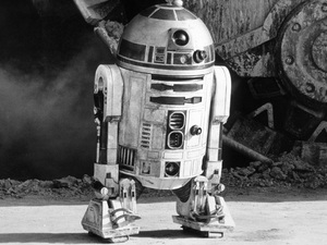 """""""Star Wars""""R2D2 (Kenny Baker)1977 LucasfilmPhoto by John Jay - Image 3748_0191"""