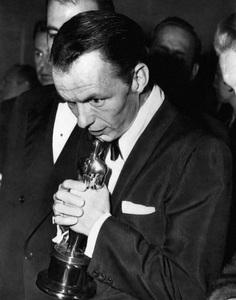 "Frank Sinatra with his Oscar at ""The 26th Annual Academy Awards"" 1954 ** I.V. - Image 3842_0233"