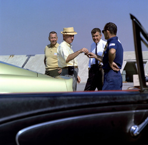 Cars Sid Avery (left),Carroll Shelby (center) and a Shelby employee (right) September 1966 © 1978 Sid Avery - Image 3846_0900