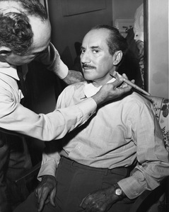 Groucho Marx being made up for his showcirca 1940s - Image 3891_0308