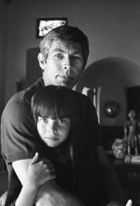 James Coburn and his step-daughter Lisa at home1966© 1978 David Sutton - Image 3893_0139