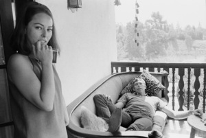 James Coburn at home with his wife, Beverly Kelly1966© 1978 David Sutton - Image 3893_0145