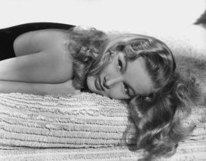 Veronica LakeCirca 1940Photo by E.R. Richee**I.V. - Image 3912_0203