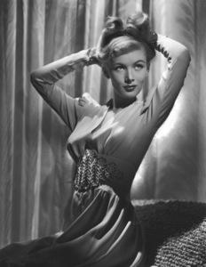 Veronica LakeCirca 1940Photo by E.R. Richee**I.V. - Image 3912_0205