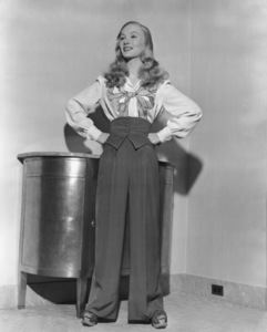 Veronica LakeCirca 1940Photo by E.R. Richee**I.V. - Image 3912_0207