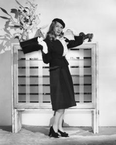 Veronica LakeCirca 1940Photo by E.R. Richee**I.V. - Image 3912_0208