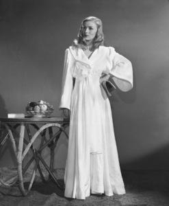 Veronica LakeCirca 1940Photo by E.R. Richee**I.V. - Image 3912_0210