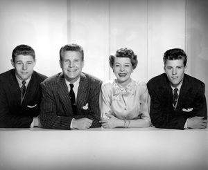 """""""The Adventures of Ozzie & Harriet""""David Nelson, Ozzie Nelson, Harriet Hilliard, Ricky Nelsoncirca 1957 © 1978 John Engstead - Image 3933_0025"""