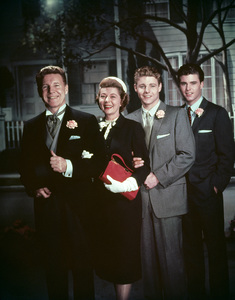 """""""The Adventures of Ozzie & Harriet""""Ozzie Nelson, Harriet Hilliard, David Nelson, Ricky Nelsoncirca 1959 © 1978 Ted Allan - Image 3933_0035"""