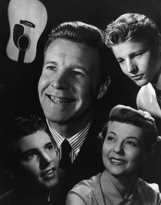 """The Adventures of Ozzie & Harriet""Ricky Nelson, Ozzie Nelson, David Nelson, Harriet Hilliardcirca 1957 © 1978 Ted Allan - Image 3933_0047"