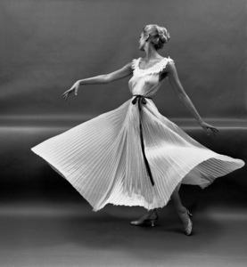 """""""Fashion""""Model wearing a Vanity Fair gown1951 © 2000 Mark Shaw - Image 3956_0867"""