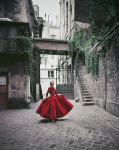Model in Chanel velvet gown in Paris courtyard 1955 © 2008 Mark Shaw  - Image 3956_0985