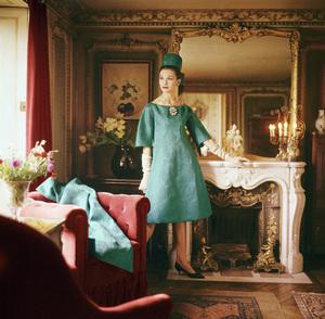"Dior fashion model wearing the ""Belle de demain"" dress (Spring-Summer Haute Couture collection, Silhouette de demain line)1960© 2013 Mark Shaw - Image 3956_1001"