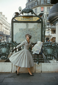 """Dior fashion model wearing the """"Palais de glace"""" dress (Spring-Summer Haute Couture collection, Libre line)1957© 2013 Mark Shaw - Image 3956_1053"""
