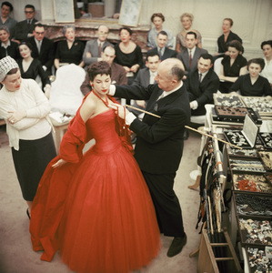 "Christian Dior with fashion model Victoire wearing the ""Zaire"" dress (Autumn-Winter Haute Couture collection, H line)1954© 2013 Mark Shaw - Image 3956_1073"