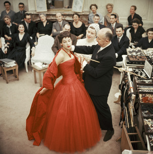 "Christian Dior with fashion model Victoire wearing the ""Zaire"" dress (Autumn-Winter Haute Couture collection, H line)1954© 2013 Mark Shaw - Image 3956_1079"