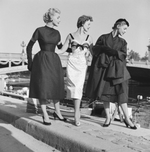 """Dior fashion models at the Pont Alexandre in Paris wearing """"Coupole,"""" """"Nuit Blanche,"""" (worn by Cynthia Peters) and """"Florentine"""" ensembles (Autumn-Winter Haute Couture collection, Vivante line)1953© 2013 Mark Shaw - Image 3956_1091"""