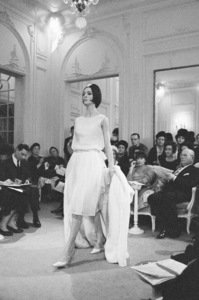 """Dior fashion model Kouka wearing the """"Nuit Blanche"""" dress (Spring-Summer Haute Couture collection, Slim Look line)1961© 2013 Mark Shaw - Image 3956_1105"""