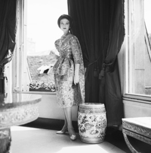 "Dior fashion model wearing the ""Florentine"" dress (Haute Couture collection, Courbe line)1958© 2013 Mark Shaw - Image 3956_1116"