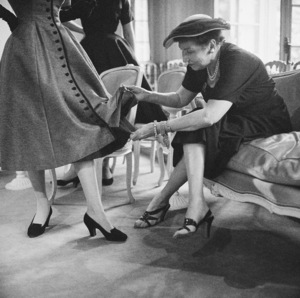 A New York buyer scrutinizes a Victorine dress, worn by a Dior fashion model1953© 2013 Mark Shaw - Image 3956_1184