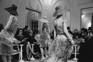 Dior fashion models wearing Jardin dresses (Spring-Summer 1961 Haute Couture collection, Slim Look line)1961© 2017 Mark Shaw - Image 3956_1262