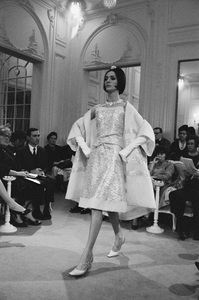 Dior fashion model Kouka wearing dress (Spring-Summer 1961 Haute Couture collection, Slim Look line)1961© 2017 Mark Shaw - Image 3956_1263