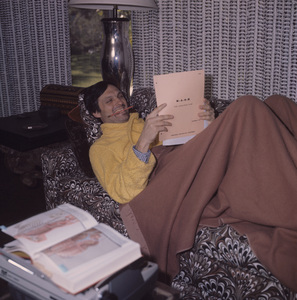 "Alan Alda at home reading his ""M*A*S*H"" script (Episode: The Longjohn Flap)1973© 1978 Kim Maydole Lynch** J.C.C. - Image 3958_0175"