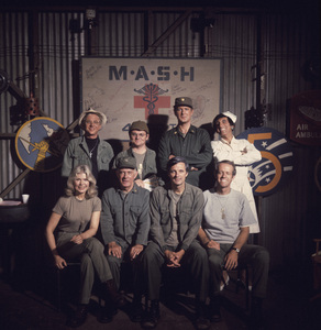 """M*A*S*H""William Christopher, Gary Burghoff, David Ogden Stiers, Jamie Farr, Loretta Swit, Harry Morgan, Alan Alda, Mike Farrellcirca 1970s** J.C.C. - Image 3958_0176"