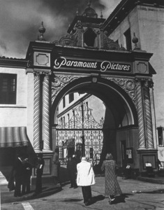 Paramount Pictures Facade1939Copyright John Swope Trust / MPTV - Image 3972_0002