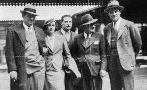 David O. Selznick, Mrs. Irene Mayer Selznick, George Cukor, Myron Selznick and Howard Estabrook arrive at Paddington1934 - Image 4006_0002