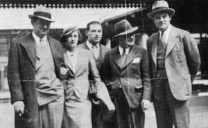 David O. Selznick, Mrs. Irene Mayer Selznick, George Cukor, Myron Selznick and Howard Estabrook arrive at Paddington1934 - Image 4006_0002