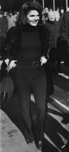Jacqueline Kennedy-Onassisleaving Rockefeller Center in New York City February 13, 1970 - Image 4027_0014