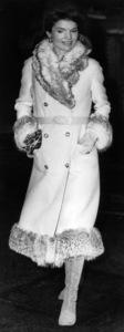 Jacqueline Kennedy-Onassisarriving in LondonDecember 21, 1969 - Image 4027_0015