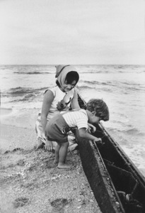John Kennedy Jr. and Jacqueline Kennedy at Palm Beach1963 © 2000 Mark Shaw - Image 4027_0049