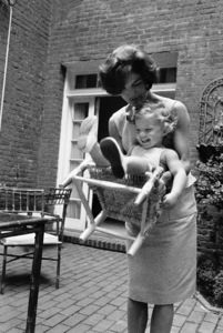 Jacqueline Kennedy and Caroline Kennedy at Georgetown1959 © 2000 Mark Shaw - Image 4027_0063
