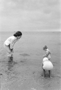 Jacqueline Kennedy and Caroline Kennedy at Hyannis Port 1959 © 2000 Mark Shaw - Image 4027_0071