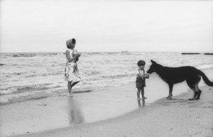 Jacqueline Kennedy and John Kennedy Jr. at Palm Beach1963 © 2000 Mark Shaw - Image 4027_0080