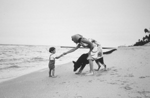 Jacqueline Kennedy and John Kennedy Jr. at Palm Beach1963 © 2000 Mark Shaw - Image 4027_0081