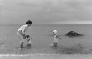 Jacqueline Kennedy and Caroline Kennedy At Hyannis Port 1959 © 2000 Mark Shaw - Image 4027_0088