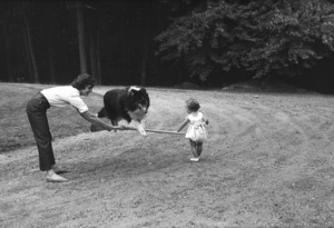 Jacqueline Kennedy with daughter Caroline atMerrywood, her mother