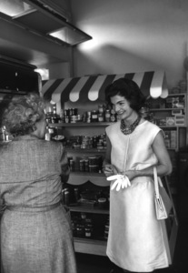 Jacqueline Kennedy in Georgetown 1959 © 2000 Mark Shaw - Image 4027_0105