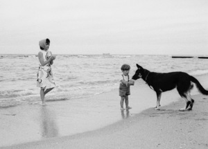 Jacqueline Kennedy with John Kennedy Jr. and Clipper the family dog in Palm Beach 1963 © 2010 Mark Shaw  - Image 4027_0146