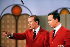 """""""Smothers Brothers Comedy Hour, The""""Tom & Dick Smothers 1967 CBS © 1978 GuntherMPTV - Image 4085_0016"""