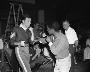 """Sergeants 3""Frank Sinatra, photographer Ted Allan, Sammy Davis Jr.1962 United Artists** I.V. - Image 4115_0100"
