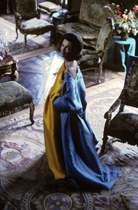 Lee Radziwill in a Nina Ricci yellow gown with blue coat1962 © 2000 Mark Shaw - Image 4178_0008