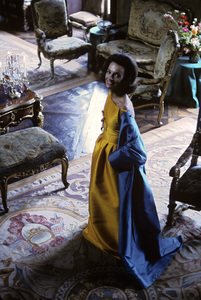 Lee Radziwill in a Nina Ricci yellow gown with blue coat1962 © 2000 Mark Shaw - Image 4178_0013