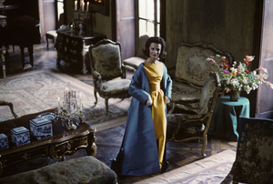 Lee Radziwill in a Nina Ricci yellow gown with blue coat1962 © 2000 Mark Shaw - Image 4178_0032